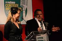RIO DE JANEIRO, RJ, 23 JULHO 2012 - PREMIO CONTIGO DE MPB -  Leandra Leal e Leo Jaime apresentadores da cerimonia de entrega do primeiro Premio Contigo de Musica Popular Brasileira, no espaco Miranda, zona sul do rio.(FOTO: MARCELO FONSECA / BRAZIL PHOTO PRESS).
