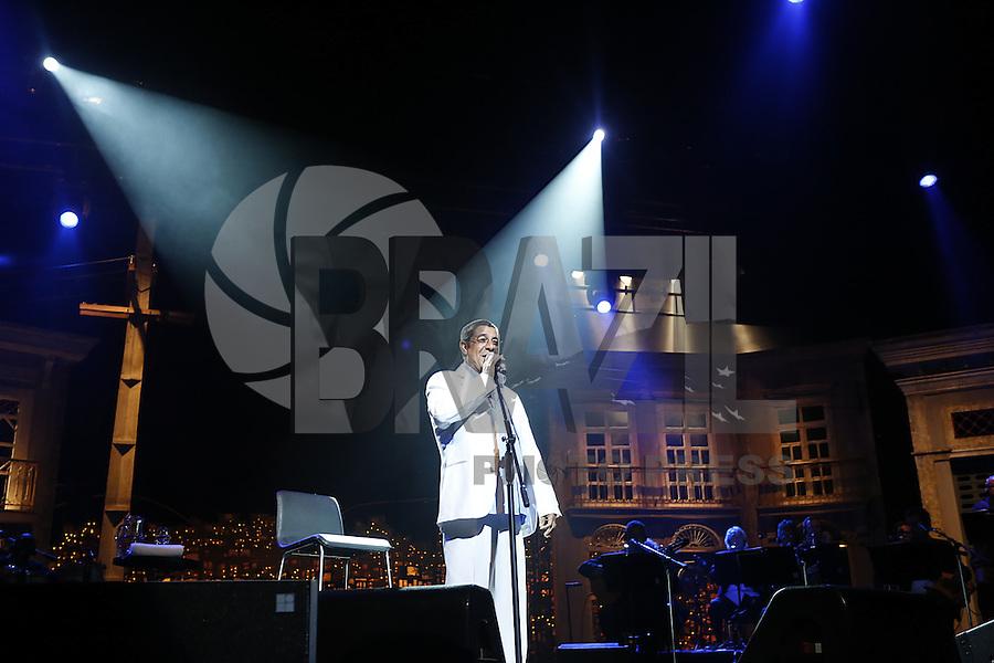"""SAO PAULO, SP, 28 de JUNHO DE 2013. SHOW - ZECA PAGODINHO. O cantor Zeca Pagodinho apresenta o show """"Vida que Segue"""" no Credicard Hall, nesta sexta feira. No show """"Vida que segue"""", Zeca Pagodinho celebra os 30 anos de carreira  cantando seus maiores sucessos. FOTO ADRIANA SPACA/BRAZIL PHOTO PRESS"""