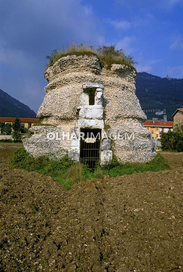 Mausoléu Romano em Gubbio. Itália. 1999. Foto de Vinicius Romanini.