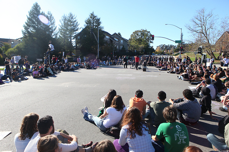 Phil Carter/Sentinel.Students gather in a large circle at the intersection of Bay and High Streets to listen to guest speakers on Wednesday.