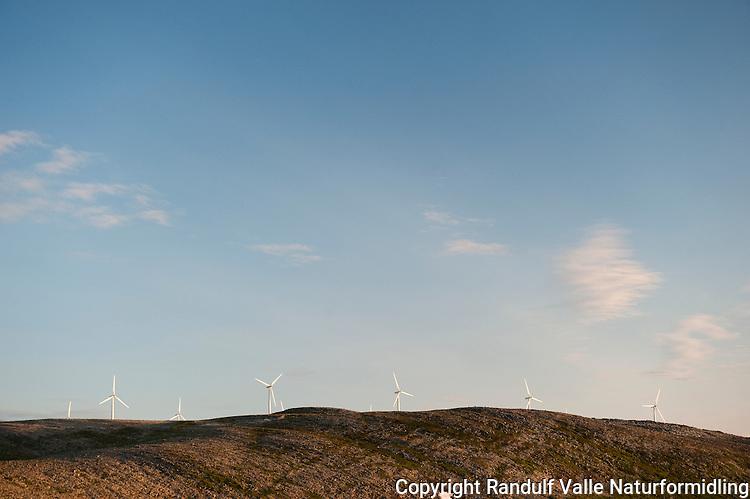 Vindmøller ved Kjøllefjord. ---- Wind power plant.