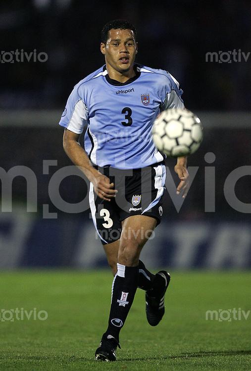 Fussball International WM Quali 2006 Uruguay 1-1 Brasilien Dario Rodriguez (U) am Ball