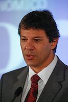 ATENÇÃO EDITOR: FOTO EMBARGADA PARA VEÍCULOS INTERNACIONAIS. SAO PAULO, SP, 03 DE DEZEMBRO DE 2012. SEMINARIO -  OS NOVOS VENTOS NA POLITICA BRASILEIRA.  O prefeito eleito de São Paulo, Fernando Haddad, durante o seminario Novos ventos na politica brasileira promovido pelo jornal Valor Econômico onde foram discutidos os novos rumos da política brasileira, na tarde desta segunda feira, no WTC, na zona sul da capital paulista. FOTO ADRIANA SPACA / BRAZIL PHOTO PRESS