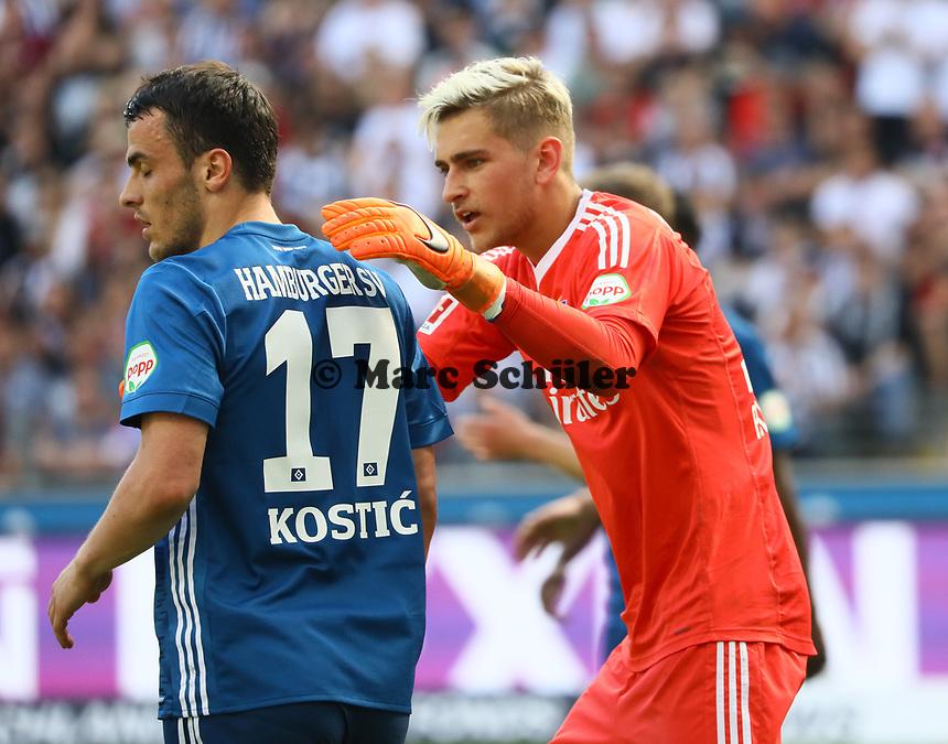 Torwart Julian Pollersbeck (Hamburger SV) mit Filip Kostic (Hamburger SV) - 05.05.2018: Eintracht Frankfurt vs. Hamburger SV, Commerzbank Arena, 33. Spieltag Bundesliga