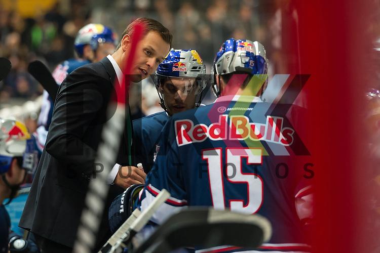 Eishockey, DEL, EHC Red Bull M&uuml;nchen - Hamburg Freezers <br /> <br /> Im Bild Co-Trainer des EHC Red Bull M&uuml;nchen Matt MCILVANE gibt Anweisungen an seine Spieler beim Spiel in der DEL EHC Red Bull Muenchen - Hamburg Freezers.<br /> <br /> Foto &copy; PIX-Sportfotos *** Foto ist honorarpflichtig! *** Auf Anfrage in hoeherer Qualitaet/Aufloesung. Belegexemplar erbeten. Veroeffentlichung ausschliesslich fuer journalistisch-publizistische Zwecke. For editorial use only.