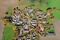 Rundling Reetze: EUROPA, DEUTSCHLAND,  NIEDERSACHSEN (EUROPE, GERMANY), 29.07.2012: Das Dorf Reetze,  ein Rundling,  liegt westlich Luechow im Wendland. .Der Rundling, auch als Runddorf, Rundlingsdorf, Rundplatzdorf bezeichnet, ist eine im Mittelalter entstandene Siedlungsform mit kreis- oder hufeisenfoermigen Anordnung der Gehoefte um einen Platz, der  nur durch eine einzige Stichstraße erreichbar war..Der Verbreitungsraum des Rundlings erstreckt sich streifenfoermig zwischen der Ostsee und dem Erzgebirge in der Kontaktzone zwischen Deutschen und Slawen waehrend des Mittelalters. Gut erhalten haben sich Rundlingsdoerfer im hannoverschen Wendland.
