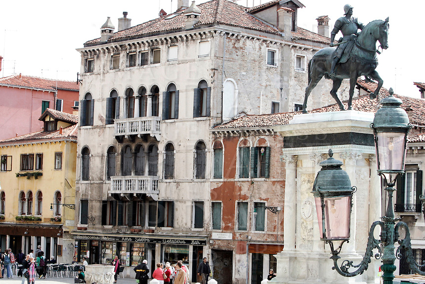 La statua equestre di Bartolomeo Colleoni, a destra, in Campo Santi Giovanni e Paolo, a Venezia.<br /> The equestrian statue of Bartolomeo Colleoni, right, in Campo Santi Giovanni e Paolo, Venice.<br /> UPDATE IMAGES PRESS/Riccardo De Luca
