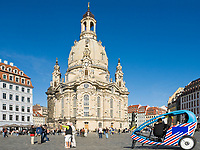 Deutschland, Freistaat Sachsen, Dresden: Frauenkirche am Neumarkt, Fahrradtaxi | Germany, the Free State of Saxony, Dresden: church of our lady at Neumarkt square, rickshaw