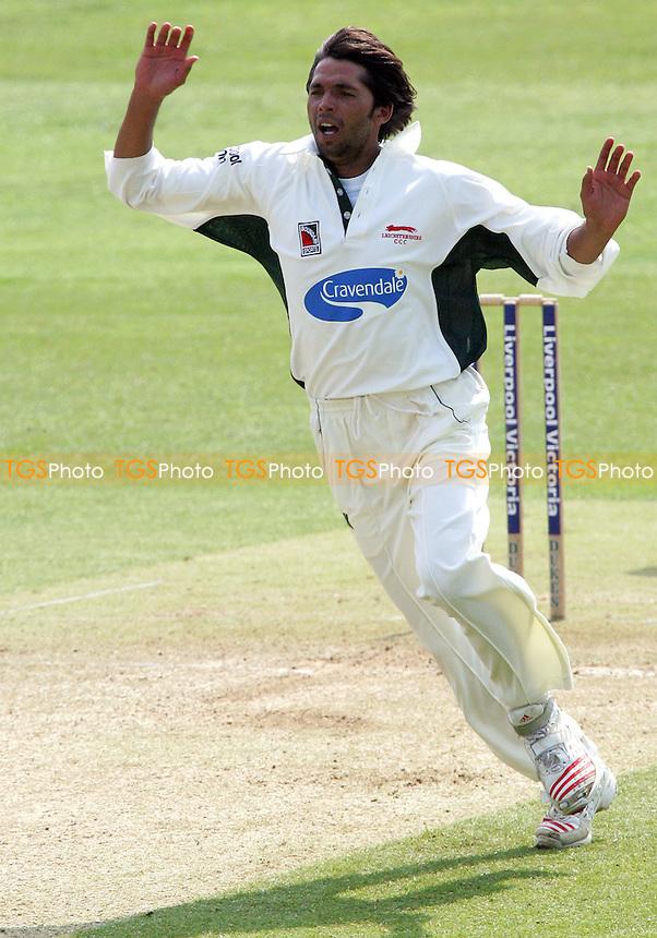 Mohammad Asif - Leicestershire CCC - 04/05/06 - (Gavin Ellis 2006)