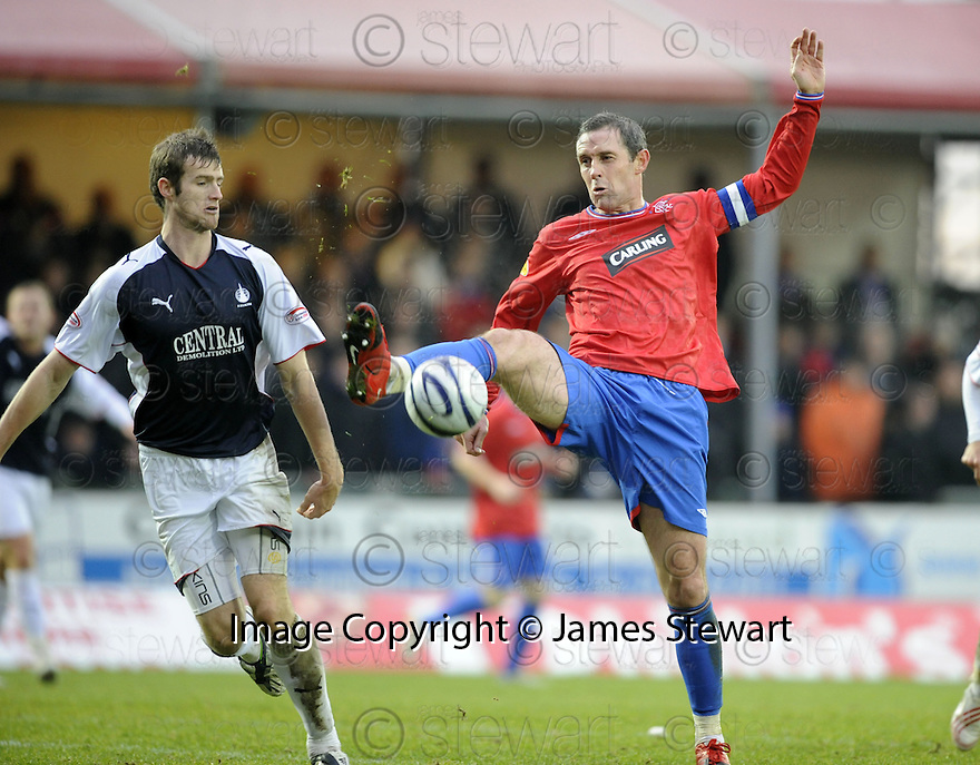 05/12/2009  Copyright  Pic : James Stewart.sct_jspa24_falkirk_v_rangers  . :: FORMER FALKIRK FAVOURITE DAVID WEIR AND BRIAN MCLEAN CHALLENGE :: .James Stewart Photography 19 Carronlea Drive, Falkirk. FK2 8DN      Vat Reg No. 607 6932 25.Telephone      : +44 (0)1324 570291 .Mobile              : +44 (0)7721 416997.E-mail  :  jim@jspa.co.uk.If you require further information then contact Jim Stewart on any of the numbers above.........