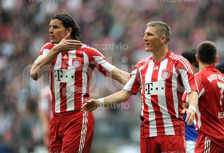 Fussball 1. Bundesliga :  Saison   2010/2011   32. Spieltag  30.04.2011 FC Bayern Muenchen - FC Schalke 04 Daniel van Buyten, Bastian Schweinsteiger  (v.li., FC Bayern Muenchen)