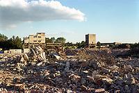 milano, quartiere bovisa, periferia nord. macerie su un'ex area di fabbriche --- milan, bovisa district, north periphery. rubble on a former factory area