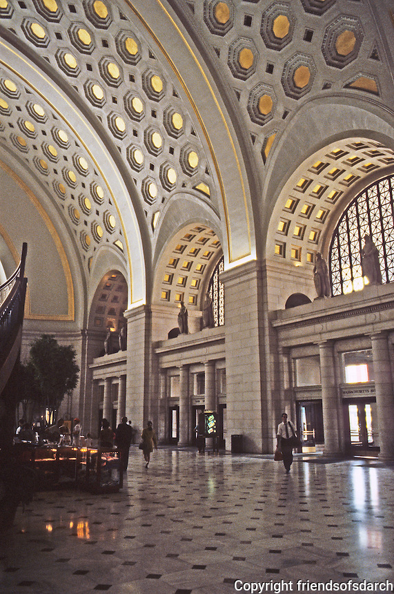 Washington D.C. : Union Station, Interior. $70 Million of Amtrak Funds, a public-private agency. Photo '91.