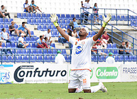 MONTERIA - COLOMBIA, 17-04-2019: Jefferson Martinez arquero de Envigado celebra el primer gol de su equipo durante el partido por la fecha 16 de la Liga Águila I 2019 entre Jaguares de Córdoba F.C. y Envigado F.C. jugado en el estadio Jaraguay de la ciudad de Montería. / Jefferson Martinez goalkeeper of Envigado celebrates the first goal of his team during match for the date 16 as part Aguila League I 2019 between Jaguares de Cordoba F.C. and Envigado F.C. played at Jaraguay stadium in Monteria city. Photo: VizzorImage / Andres Felipe Lopez / Cont