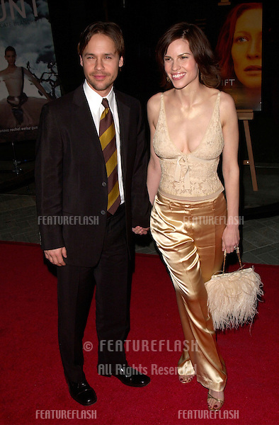Actress HILARY SWANK & actor husband CHAD LOWE at the Los Angeles premiere of her new movie The Gift..18DEC2000.  © Paul Smith / Featureflash