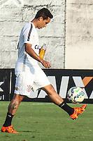SÃO PAULO, SP, 14.10.2015 - FUTEBOL-CORINTHIANS -  Jadson jogador do Corinthians durante sessão de treinamento no Centro de Treinamento Joaquim Grava na região leste de São Paulo nesta quarta-feira, 14. (Foto: Marcos Moraes / Brazil Photo Press)