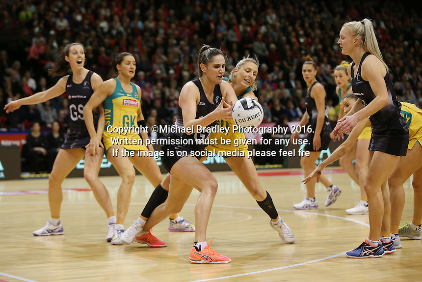 20.10.2016 Silver Ferns Te Paea Selby-Rickit and Australia's Clare McMeniman in action during the Silver Ferns v Australia netball test match played at ILT Stadium in Invercargill. Mandatory Photo Credit ©Michael Bradley.
