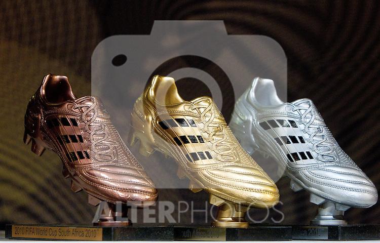 01.07.2010, Sandton Convention Centre, Johannesburg, RSA, FIFA WM 2010, Adidas Golden Ball im Bild Adidas Golden Boot,  Foto: nph /   Vid Ponikvar, ATTENTION! Slovenia OUT