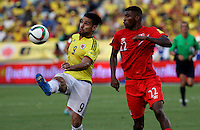 BARRANQUILLA  - COLOMBIA - 8-10-2015: Falcao Garcia  jugador de la seleccion Colombia  disputa el balon con Carlos Ascues de la seleccion Peru durante primer partido  por por las eliminatorias al mundial de Rusia 2018 jugado en el estadio Metropolitano Roberto Melendez  / : Falcao Garcia   player of Colombia  fights for the ball with Carlos Ascues of selection of Peru during first qualifying match for the 2018 World Cup Russia played at the Estadio Metropolitano Roberto Melendez. Photo: VizzorImage / Felipe Caicedo / Staff.