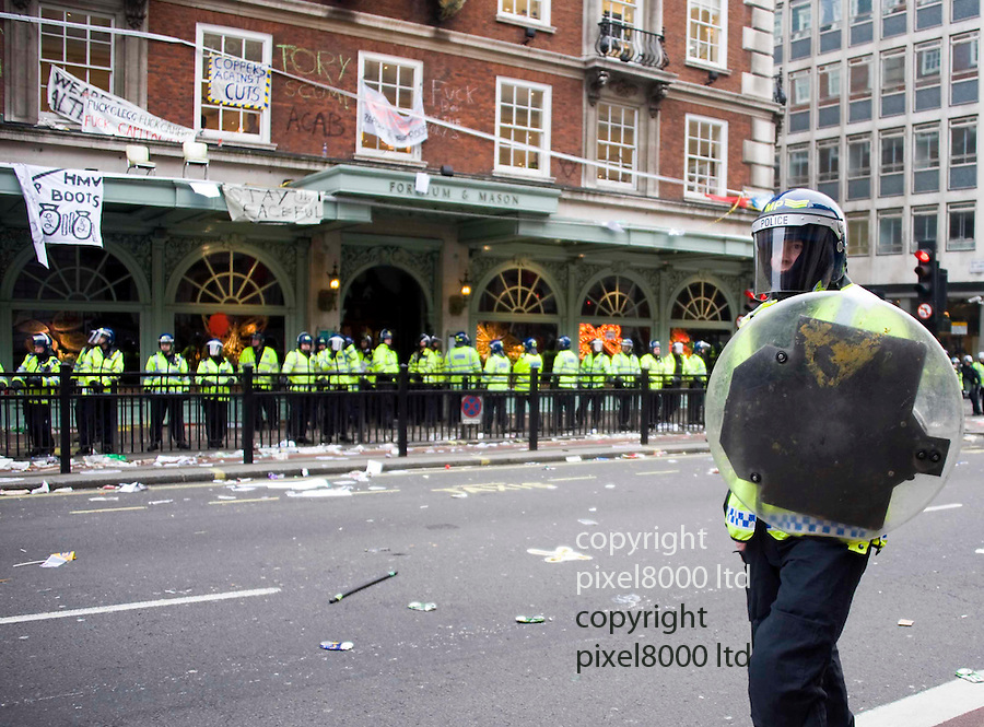 Demo march central london anarchists..Demo violence at Fortnum and Mason..pic by Gavin Rodgers/ Pixel 8000.07917221968