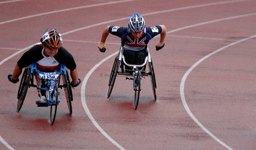Photo: Richard Lane..VISA Paralympic World Cup 2007. Athletics. 13/05/2007. .Yvonne Sehmisch of Germany (lt) and Shelly Woods of Great Britain in the women's T54 800m.