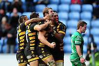 Joe Launchbury of Wasps celebrates scoring a try in the second half. European Rugby Champions Cup match, between Wasps and Connacht Rugby on December 11, 2016 at the Ricoh Arena in Coventry, England. Photo by: Patrick Khachfe / JMP