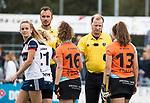 HUIZEN  -  scheidsrechter Danny Schippers en Stefan Her , hoofdklasse competitiewedstrijd hockey dames, Huizen-Groningen (1-1)   COPYRIGHT  KOEN SUYK