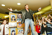 01/10/2006 TV Star, David Hasselhoff at the official signing of his autobiography, 'Making Waves' at Eason's Bookstore on O'Connell Street, Dublin. Photo: Collins