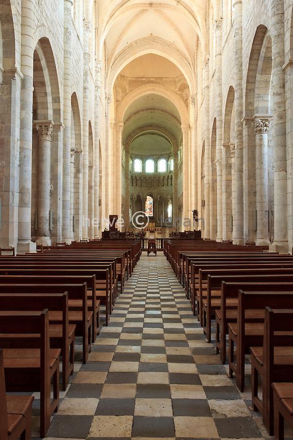 France, Loiret (45), Saint-Benoît-sur-Loire, abbaye de Saint-Benoît-sur-Loire, ou abbaye de Fleury, la nef, patrimoine mondial de l'UNESCO// France, Loiret, Saint Benoît sur Loire, Abbey of Saint-Benoît-sur-Loire, or Fleury Abbey,  listed as World Heritage by UNESCO, the nave