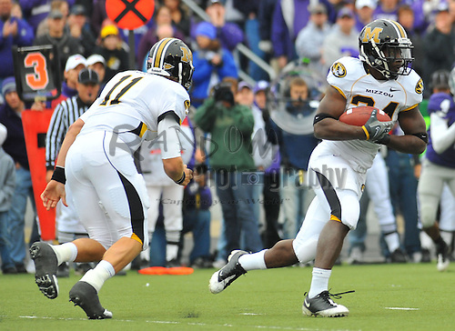 Nov 14, 2009; Manhattan, KS, USA; Missouri running back Derrick Washington (24) takes the handoff from quarterback Blaine Gabbert (11) and runs for yardage in the first half against the Kansas State Wildcats at Bill Snyder Family Stadium. The Tigers won 38-12.  Mandatory Credit: Denny Medley-US PRESSWIRE