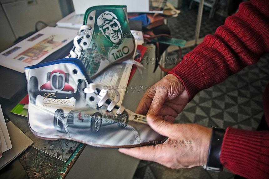 Cefal&ugrave;:la bottega di Ciccioshoes , uno dei modelli di Ciccio alias  Francesco Liberto,  il calzoaio Ciccio &egrave; iscritto dall&rsquo;UNESCO fra i Tesori Umani Viventi nel Libro dei Saperi del Registro delle Eredit&agrave; Immateriali.<br /> Cefal&ugrave;:Ciccio shoes shop, one pair of shoes created by Ciccio , Ciccio, whose real name is Francesco Liberto is registered with the UNESCO Living Human Treasures in the Book of Knowledge of the Register of Intangible Heritage,
