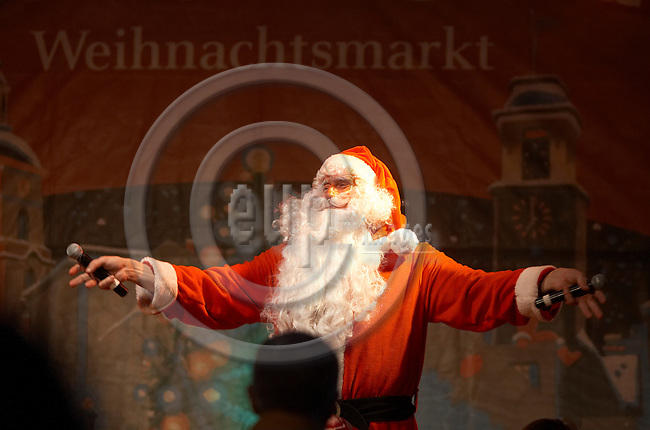 """BERLIN - GERMANY 13. DECEMBER 2006 -- Spandauer Weihnachtsmarkt - Traditional christmas market in the outskirts of Berlin - Santa claus -- PHOTO: CHRISTIAN T. JOERGENSEN / EUP & IMAGES..This image is delivered according to terms set out in """"Terms - Prices & Terms"""". (Please see www.eup-images.com for more details)"""