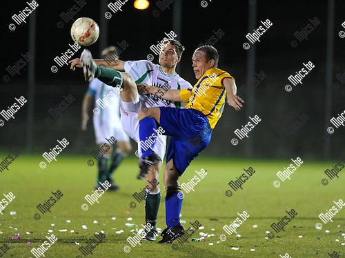2013-04-17 / Voetbal / seizoen 2012-2013 / Beerzel - Aartselaar / Matti Jacobs (l. Beerzel) met Tim De Pauw..Foto: Mpics.be
