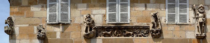 Maison, place de la Bridolle, couverte de sculptures du XVIe siècle
