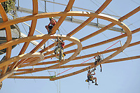 - Milano, giugno 2016, riapertura provvisoria estiva di una parte del sito di Expo 2015, lavori di ripristino all' Albero della Vita<br />