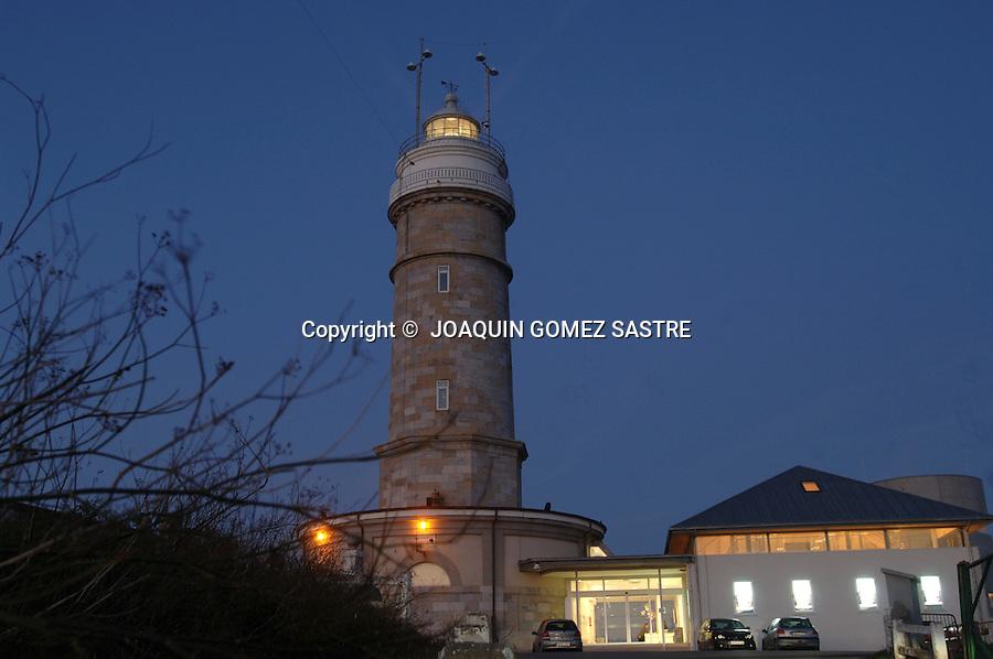 Vista al atardecer del.Faro de Cabo Mayor en Santander.FOTO JOAQUIN GOMEZ SASTRE ©.