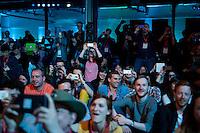 Berlin, Teilnehmer halten am Dienstag (06.05.2014) bei der Internetkonfenenz Re:publica ihre Smartphones. Foto: Steffi Loos/CommonLens