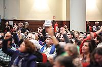 SÃO PAULO,SP, 20.06.2016 - ATO-DEMOCRACIA - Militantes durante lançamento do livro A Resistência ao Golpe de 2016 na Casa de Portugal no bairro da Liberdade região central de São Paulo, nesta segunda-feira, 20. A presidente afastada Dilma Rousseff era aguardada no evento. (Foto: Vanessa Carvalho/Brazil Photo Press)