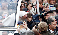 Papa Francesco saluta un bambino al suo arrivo all'udienza generale del mercoledi' in Piazza San Pietro, Citta' del Vaticano, 3 febbraio 2016.<br /> Pope Francis greets a child as he arrives for his weekly general audience in St. Peter's Square at the Vatican, 3 February 2016.<br /> UPDATE IMAGES PRESS/Riccardo De Luca<br /> <br /> STRICTLY ONLY FOR EDITORIAL USE