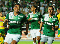 CALI -COLOMBIA-08-02-2017. Jefferson Duque (Izq) jugador del Deportivo Cali celebra después de anotar un gol a Atlético Huila durante partido por la fecha 1 de la Liga Aguila I 2017 jugado en el estadio Pascual Guerrero de la ciudad de Cali. / Jefferson Duque (L) player of Deportivo Cali celebrates after scoring a goal to Atletico Huila during match for the date 1 of the Aguila League I 2017 played at Pascual Guerrero stadium in Cali city.  Photo: VizzorImage/ NR /Cont