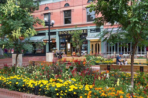Parents, Boulder Bookstore, Pearl Street Mall Pearl Street Mall, pedestrian mall, Boulder, Colorado, Boulder merchant, shopping center,