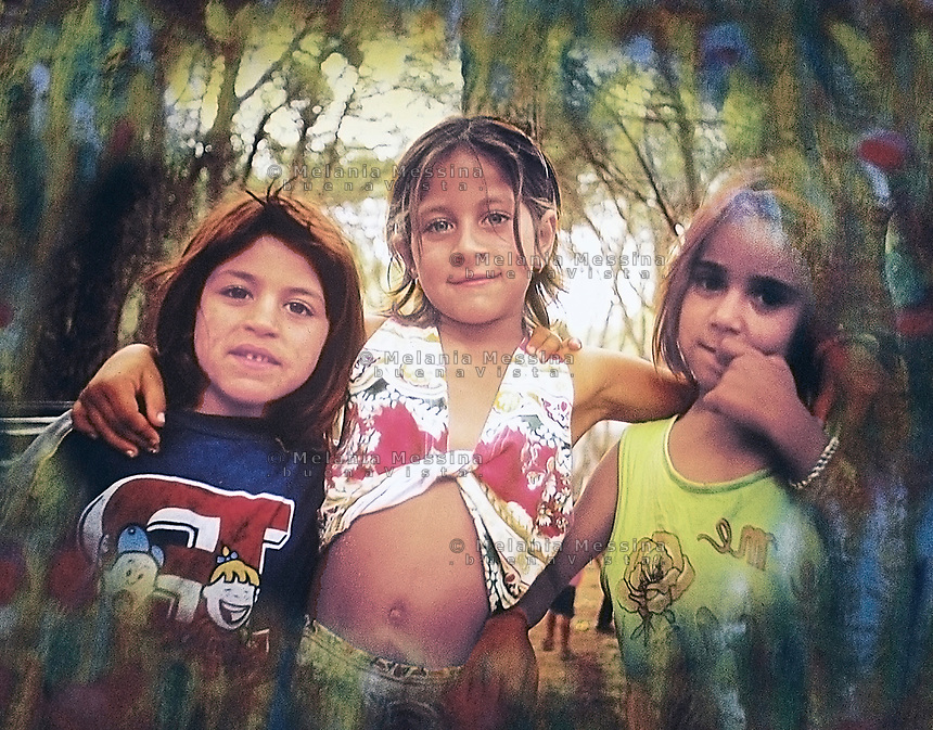 Little girls from Roma community in Palermo.<br /> Bambine del campo nomadi di Palermo