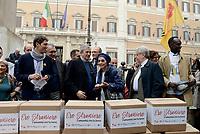 """Roma, 27 Ottobre 2017<br /> Emma Bonino, Virginio Colmegna, Riccardo Magi, Luigi Manconi.<br /> Piazza Montecitorio<br />  Conferenza stampa sulla consegna delle firme della campagna """"Ero Straniero"""" per una nuova legge sull'immigrazione"""
