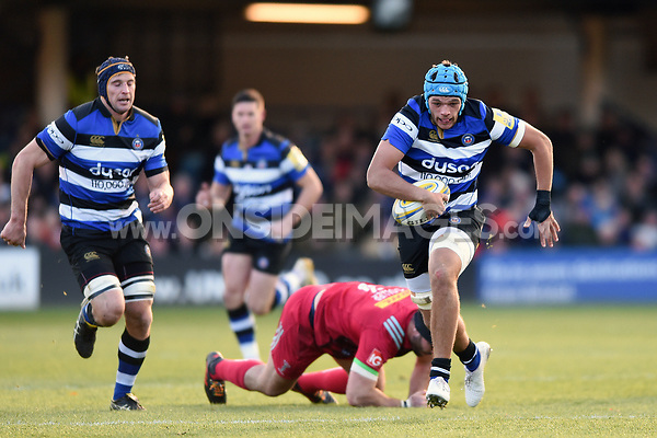 Zach Mercer of Bath Rugby goes on the attack. Aviva Premiership match, between Bath Rugby and Harlequins on November 25, 2017 at the Recreation Ground in Bath, England. Photo by: Patrick Khachfe / Onside Images