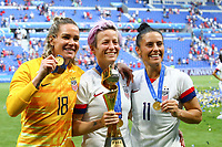 Celebration victoire Ashlyn Harris ( Gardienne goal USA ) / Megan Rapinoe (USA) et Ali Krieger (USA) pose avec trophee<br /> Lyon 07/07/2019<br /> Football Womens World Cup Final <br /> United States - Netherlands <br /> Photo  Gwendoline LeGoff / Panoramic/Insidefoto <br /> ITALY ONLY