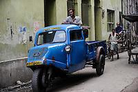 INDIA Westbengal, Kolkata, old Tempo three wheeler  / INDIEN, Westbengalen, Kolkata, altes Tempo Dreirad Lastwagen