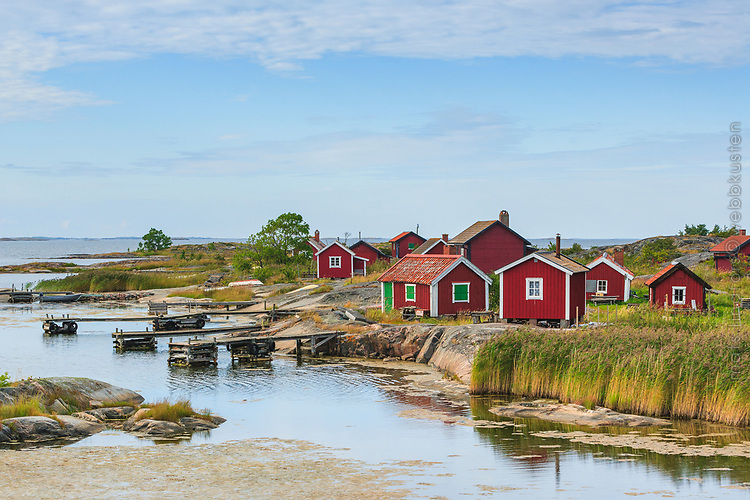 Röda fiskebodar på Ut-Fredel i Stockholms skärgård/ Stockholm archipelago Sweden