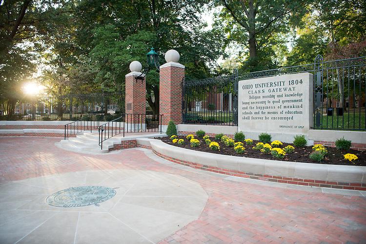 College Gateway, Fall, College Green