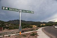 Señalizacion en carretera. Ruta a Agua Prieta y Ruta a Moctezuma en la carretera la intersección en Nacozari.