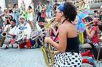 RIO DE JANEIRO, RJ, 05.11.2013 - PALHACEATA / 12 EDIÇÃO ANJOS DO PICADEIRO - Mais de cem palhaços brasileiros e estrangeiros e o público brincam, dançam e se divertem na palhaceata, passeata de palhaços na 12 edição do anjos do picadeiro, que sairá da cinelândia no centro da cidade do Rio de Janeiro. (Foto: Marcelo Fonseca / Brazil Photo Press).